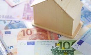 Modello di casa con valuta euro