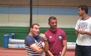 Bordeaux, le 6 juin 2015 - Raphaël Ibanez, manageur de l'UBB, en conversation avec son nouvel entraîneur des arrières, Emile Ntamack.