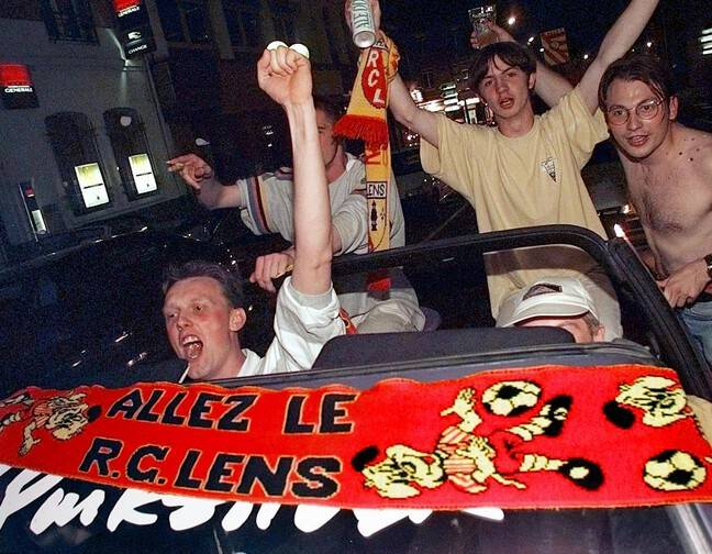 La joie des fans lensois le 9 mai 1998.