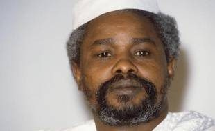 Deux jours après son arrestation, l'ancien président tchadien Hissène Habré a été inculpé mardi à Dakar de crimes de guerre, crimes contre l'humanité et tortures par des juges d'un tribunal spécial qui ont aussi ordonné sa mise en détention provisoire.