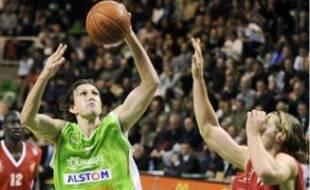 « Ça me plaît d'évoluer pour Vincent Collet », explique Laurent Foirest (en vert).