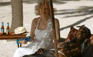 Capture d'écran d'une publicité pour la bière Bavaria mettant en scène Marilyn Monroe et Tupac