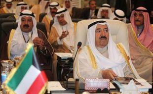 """L'émir du Koweït, cheikh Sabah Al-Ahmad Al-Sabah, a affirmé jeudi à Bagdad que son pays voulait """"surmonter les souffrances et les blessures"""" du passé, scellant ainsi une réconciliation historique entre les deux pays."""
