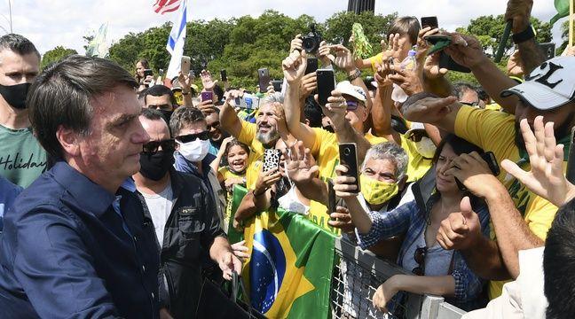 Le président brésilien Bolsonaro fait un bain de foule en pleine pandémie