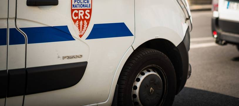 Des véhicules de CRS, le 1er avril 2019, à Paris (12e).