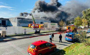 Lors de l'incendie de l'entreprise Envie 2E, maîtrisé par les sapeurs pompiers du SDIS 31.