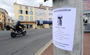 """La thèse de l'enlèvement a pris le pas sur la fugue, avec l'annonce dimanche de l'ouverture d'une information judiciaire pour """"enlèvement et séquestration de mineur"""", après la disparition d'Antoine, 6 ans et demi, du domicile de sa mère à Issoire (Puy-de-Dôme)."""