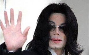 L'inspection du travail de Californie (ouest) a fermé d'office le ranch Neverland de Michael Jackson, la star n'ayant versé ni salaires, ni charges sociales pour ses 69 employés depuis plus de deux mois, selon un rapport publié vendredi.