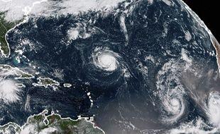L'ouragan tropical Isaac, ainsi que Florence et Hélène, sur l'océan Atlantique.
