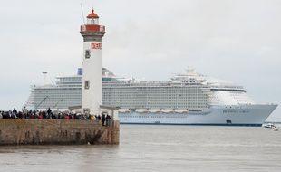 L'Harmony of the Seas lors de son départ des chantiers navals STX de Saint-Nazaire ,le 12 mai 2016. S.Salom-Gomis/Sipa