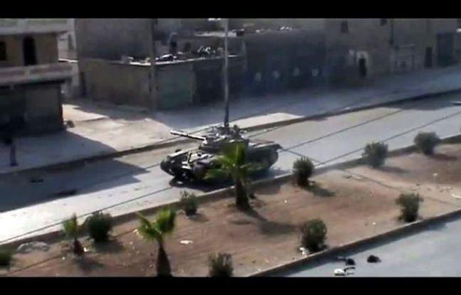 """Les soldats syriens, appuyés par des chars et des hélicoptères, livraient bataille dimanche aux rebelles pour reprendre des quartiers de Damas et d'Alep, la 2e ville de Syrie dont l'Armée syrienne libre (ASL) a annoncé le début de la bataille de """"libération""""."""