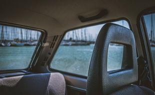 Illustration de l'intérieur d'une voiture