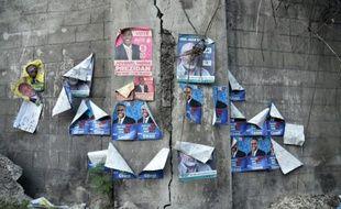 Des affiches électorales sur un mur à Petionville, près de Port-au-Prince, le 8 octobre 2015
