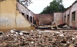 Au Nigeria, le 24 février 2014 dans la nuit l'attaque  d'un lycée du nord-est du Nigeria attribué aux islamistes de Boko Haram a fait 43 morts.