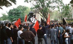 Marine Le Pen est-elle la fille du Général de Gaulle ? 310x190_manifestation-gud-7-mai-1994