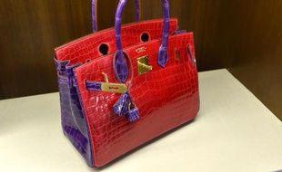 Un sac à main de luxe en crocodile, présenté le 7 avril 2014 à New York