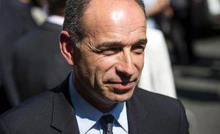 """Jean-François Copé, président de l'UMP, affirme que son camp devra """"assumer une baisse massive des impôts"""" à son retour au pouvoir."""