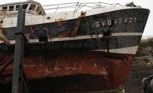 L'épave du chalutier Bugaled Breizh à Brest, le 15 juillet 2004, six mois après le naufrage.