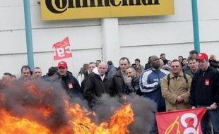 """L'équipementier automobile allemand Continental """"ne reviendra pas"""" sur la fermeture prévue de deux usines en Europe, dont celle de Clairoix en France, a répété son directeur du personnel au journal Handelsblatt paru lundi."""
