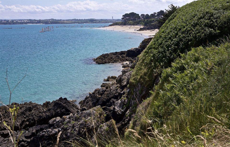 Un homme retrouvé blessé au pied d'une falaise dans les Côtes d'Armor 960x614_vue-pointe-chevet-saint-jacut-mer-cotes-armor-depuis-sentier-douanier