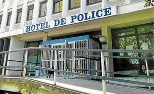 Une enquête a été ouverte et confiée à la police, qui privilégie la piste du règlement de compte.