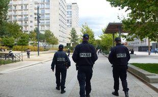 Illustration de patrouilles de police dans le quartier de Villejean.