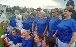 Pour la première fois des Mamies foot ont chaussé les crampons en marge de la Coupe du monde de football féminin.