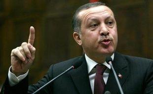 Le Parlement turc a renouvelé mercredi une autorisation donnée à l'armée de procéder à des frappes contre les bases des rebelles kurdes du Parti des travailleurs du Kurdistan (PKK) dans le nord de l'Irak, alors qu'une attaque attribuée au PKK a fait quatre morts en Turquie.