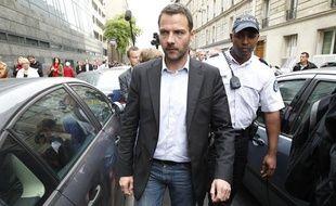 L'ancien trader Jérôme Kerviel sort du conseil des prudhommes le 4 juillet 2013, à Paris.