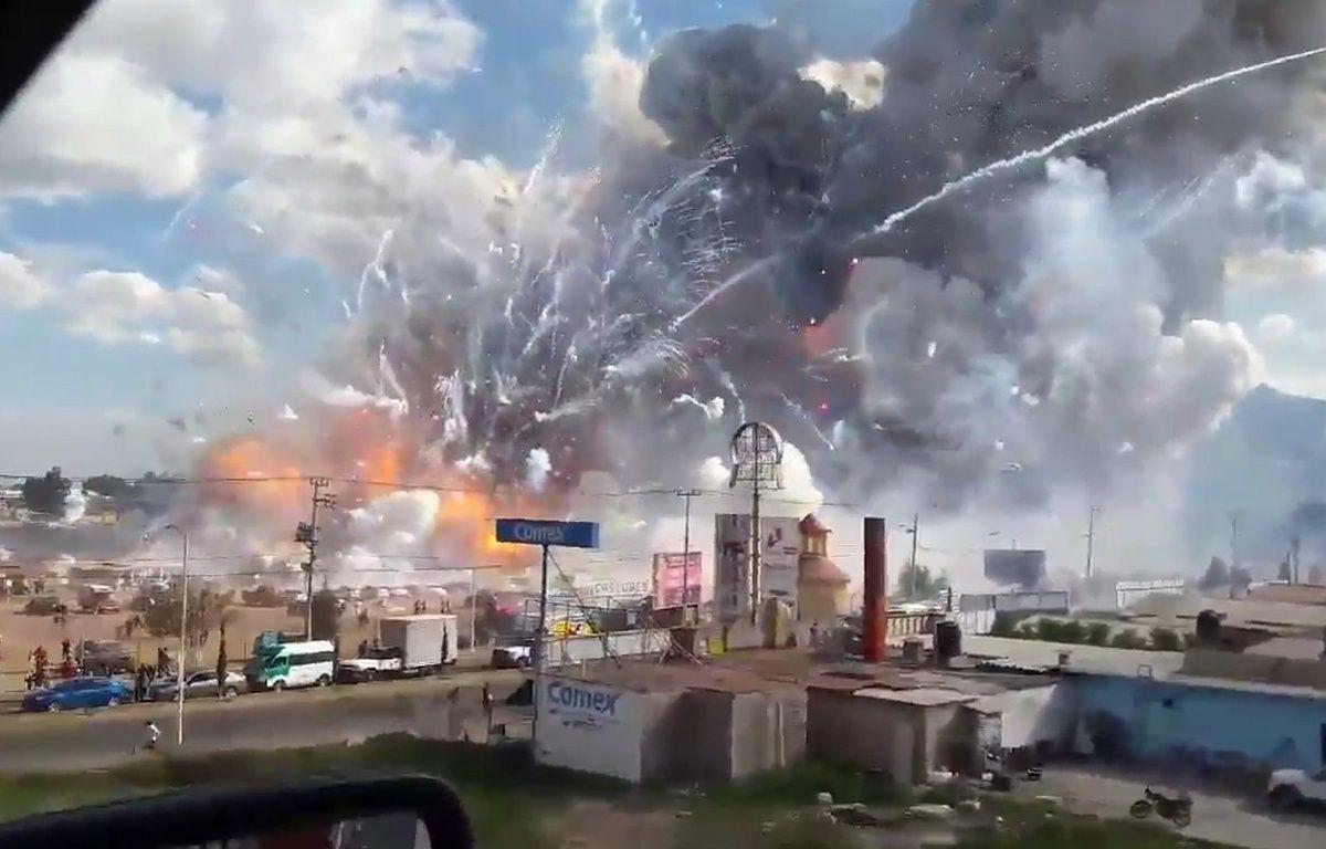 Capture d'écran d'une vidéo amateur après l'explosion sur un marché de feux d'artifice à Tultepec, au Mexique, le 20 décembre 2016. – JOSE LUIS TOLENTINO