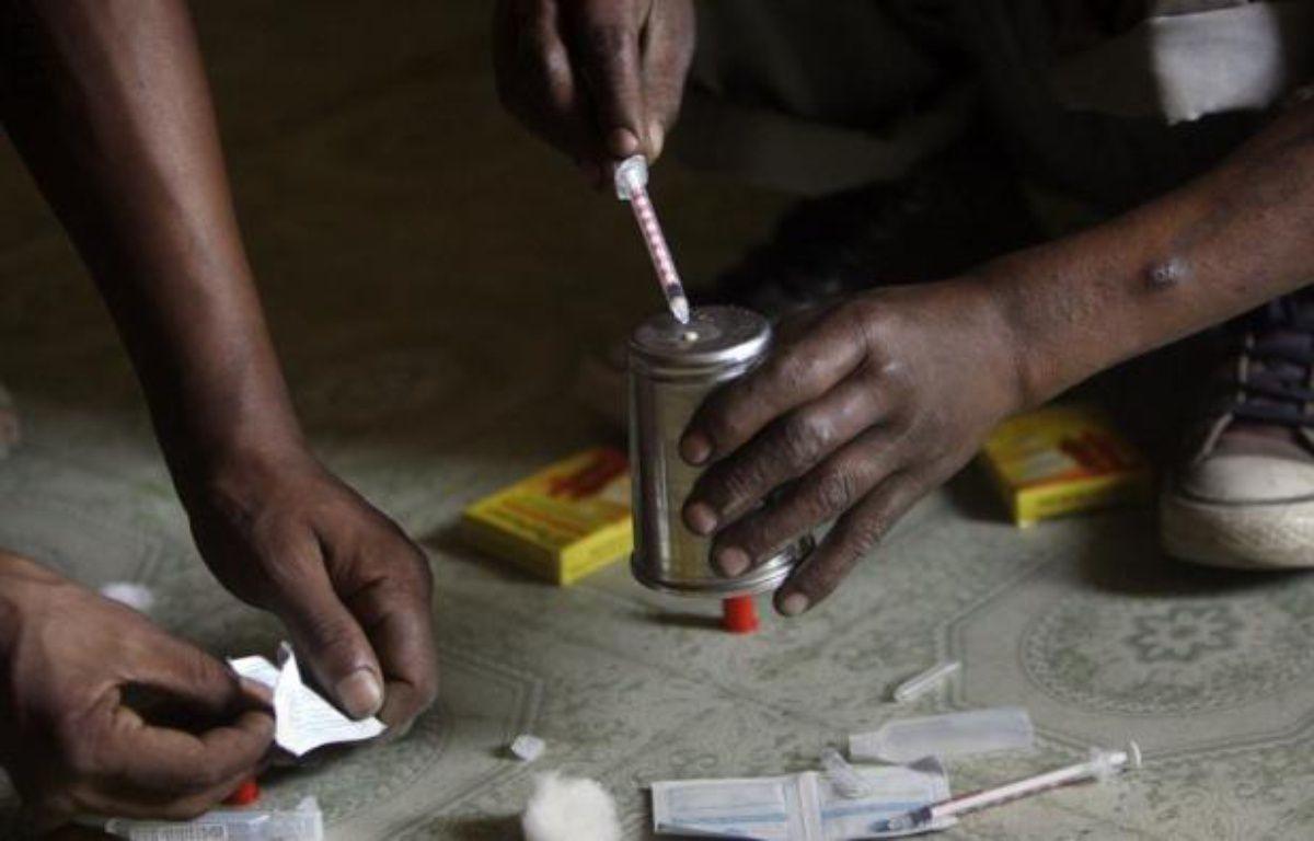 Quelque 200 millions de personnes font usage de drogues illégales dans le monde, soit une personne sur 20 entre 15 et 64 ans, selon une estimation publiée vendredi par la revue médicale The Lancet. – Deshakalyan Chowdhury afp.com