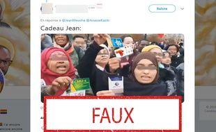 Non, ces femmes n'ont pas brandi ces cartes pendant la marche contre l'islamophobie.