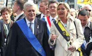 Les vice-présidents du FN Marine Le Pen et Bruno  Gollnisch arrivent pour la célébration de la Fête de Jeanne d'Arc, sur la place de l'Opera à Paris, le 1er mai 2010.