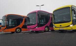 Les trois véhicules électriques de Dk'Bus, à Dunkerque.