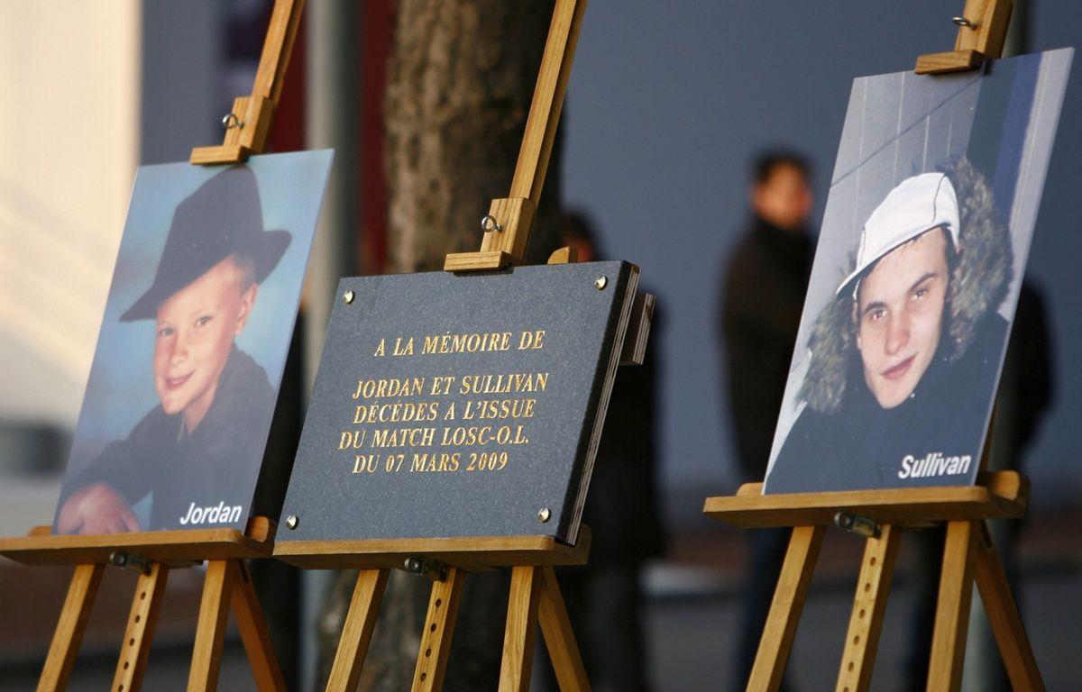 Hommage rendu aux deux supporters du LOSC décédés en mars 2009. – M.Libert / Archives 20 Minutes