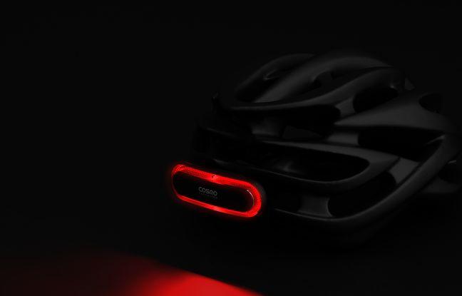 Le Cosmo Bike, feu pour casque de cycliste qui alerte les automobilistes des décélérations.