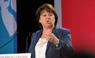 Martine Aubry, qui devrait bientôt passer la main comme numéro un du PS, a fixé au parti une feuille de route claire et ferme de soutien au gouvernement mais aussi de propositions, dimanche en clôturant l'université d'été de La Rochelle.