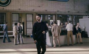 Le compositeur Thylacine sur le tournage de la série « Ovni(s) ».