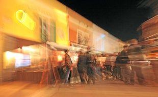 Samedi soir sur le cours Saleya, qui concentre dans le Vieux-Nice des établissements nocturnes.