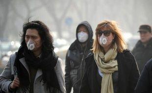 """""""Il y a de moins en moins de visiteurs ici"""", constate jeudi avec amertume Xiao Yan, une Chinoise offrant ses services de guide touristique place Tiananmen, tandis que Pékin subit un nouveau pic redoutable de pollution atmosphérique."""
