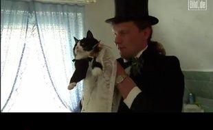 Capture d'écran d'une vidéo montrant l'union entre l'Allemand Uwe Mitzscherlich et sa chatte Cécilia.