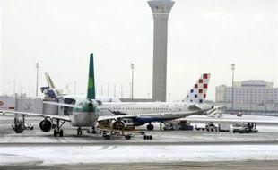 Le trafic aérien était normal vendredi vers 07h30 à Orly et Roissy malgré les chutes de neige, a indiqué à l'AFP la direction d'Aéroports de Paris (ADP) qui avait annoncé jeudi de fortes perturbations possibles en cas de neige vendredi.
