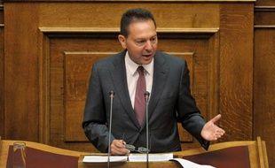 """Un délai supplémentaire pour l'ajustement budgétaire des finances grecques est """"nécessaire"""" afin de faire face à la récession, a annoncé samedi soir le ministre des Finances Yannis Stournaras."""
