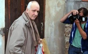 Dany Leprince, condamné en 1997 à la réclusion à perpétuité pour un quadruple meurtre familial, arrive au domicile de son épouse après sa libération conditionnelle, le 19 octobre 2012 à Marmande