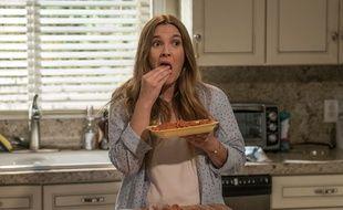 Drew Barrymore incarne une zombie dans la nouvelle série Netflix «Santa Clarita Diet».