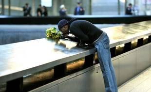Les Américains ont marqué mardi dans la sobriété le 11e anniversaire des attentats du 11-Septembre, sans discours d'élus politiques, témoignant d'un certain apaisement après les cérémonies grandioses du dixième anniversaire l'année dernière.