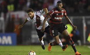 Jean Lucas (à droite), ici sous le maillot de Flamengo face à River Plate en Copa Libertadores en mai 2018.