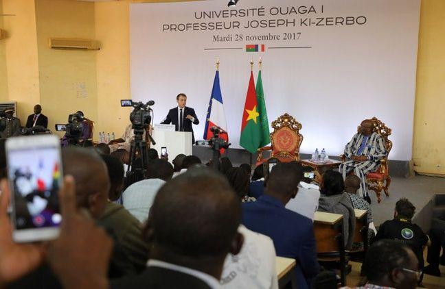 Les présidents français et burkinabé le 28 novembre 2017 à l'université de Ouagadougou.