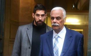 Nikola Karabatic et l'un de ses avocats, lundi, à l'ouverture du procès.