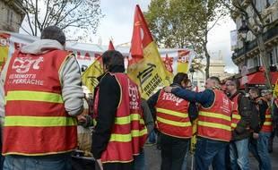 Des manifestants de la fédération CGT Cheminots devant la gare du Nord en novembre 2019.